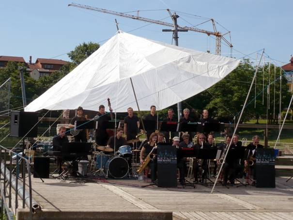 Under Construction - Big Band Auftritt im Seepark 001